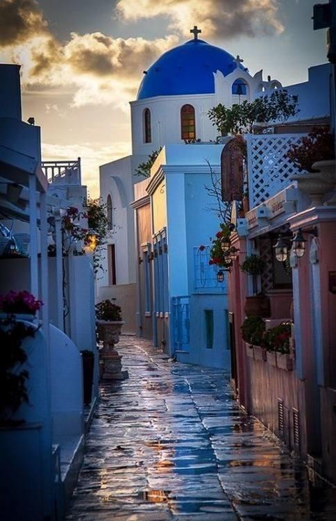 http://santorini-traveller.com/wp-content/uploads/2019/05/Santorini-photo-2.jpg